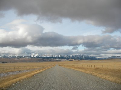 The Waldron Flat rd facing west towards the mountains